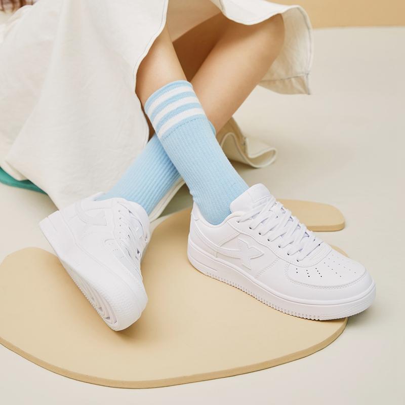 特步 女子板鞋 时尚休闲透气百搭鞋881218319851