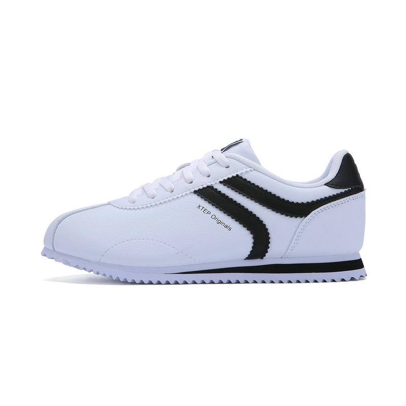 特步  女子春季阿甘鞋 时尚π系列板鞋小白鞋983118315589