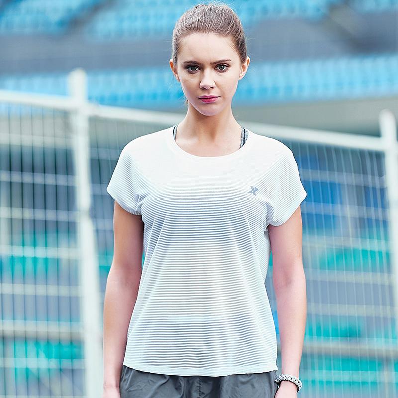特步 女子夏季T恤 新品轻薄透气上衣882228019110