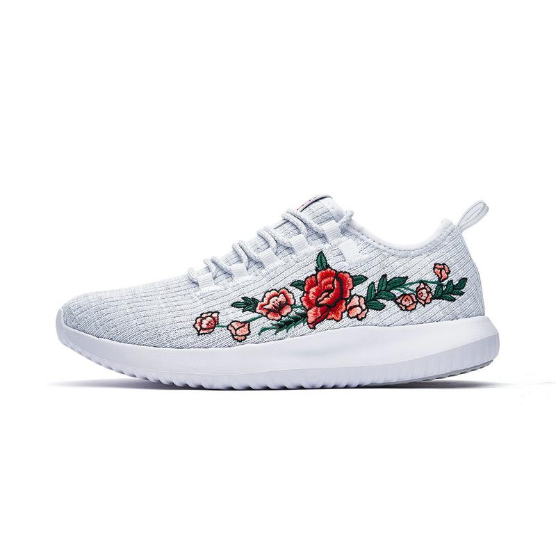 特步 专柜款 女子夏季休闲鞋 一体织刺绣女鞋982218326667