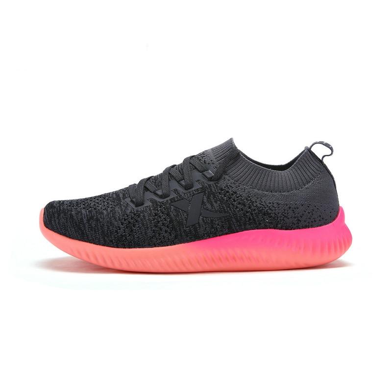 特步 专柜款 女子夏季跑鞋  新品多彩编织时尚网面透气减震跑鞋983218116359