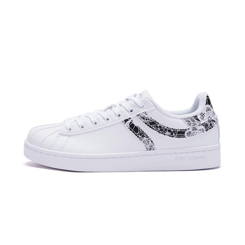 特步 专柜款 女子春季板鞋 π系列印花贝壳头板鞋982118315802