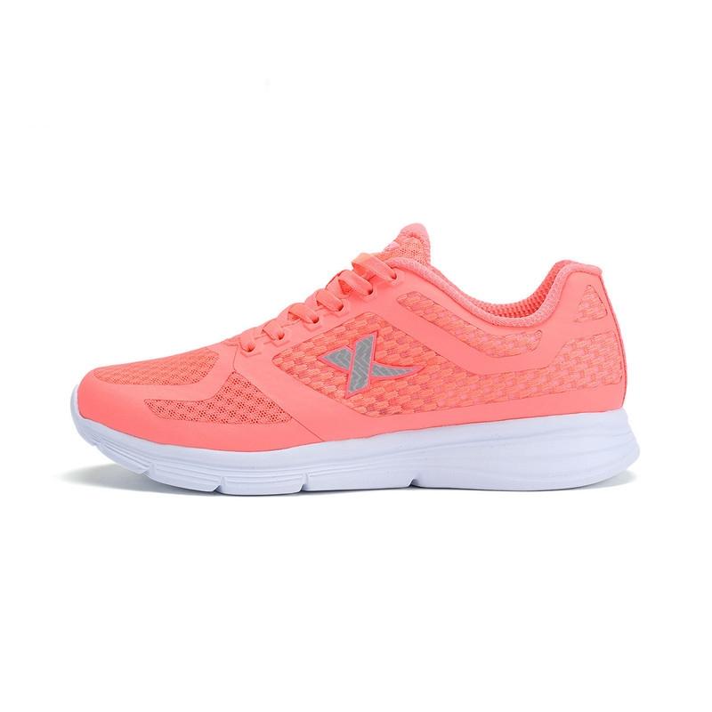 特步 专柜款 女子夏季跑鞋 17新品纯色简约 网面透气跑鞋983218116317