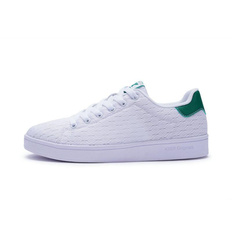 特步 女子春季板鞋 网面透气百搭小白鞋982118319985