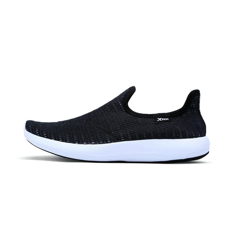 特步 专柜 女子夏季户外鞋 网面透气一脚蹬 女子户外运动鞋983218171302