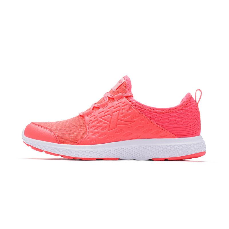 特步 女子跑步鞋春季款 减震耐磨休闲运动鞋982118119030