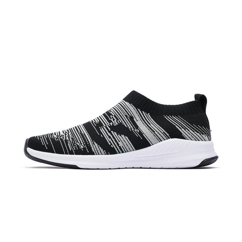 特步 男童运动跑鞋时尚透气跑鞋682215329717