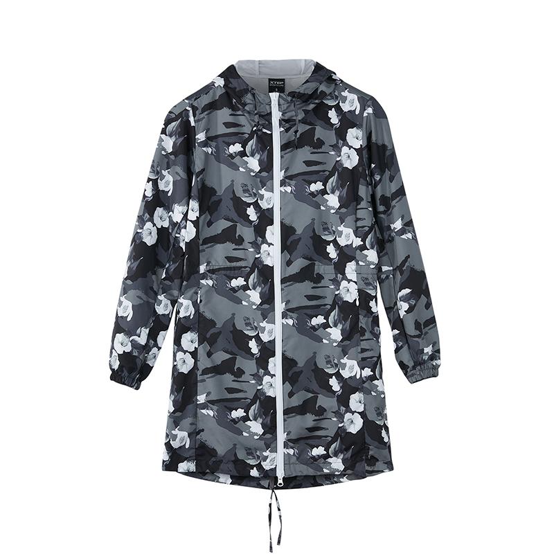 特步 专柜款 女子单风衣 秋季时尚潮流迷彩外套982328140219