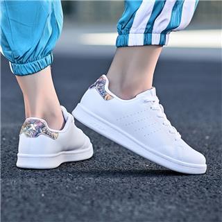 特步 女子 板鞋小白鞋迷彩丛林系列年夏季新款时尚舒适正品轻便 982318319297