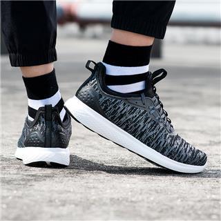 特步 专柜 男子秋季跑步鞋 柔软垫舒适跑鞋983319116337