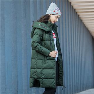 特步 女子冬季运动健身轻便长款连帽羽绒服882428199014