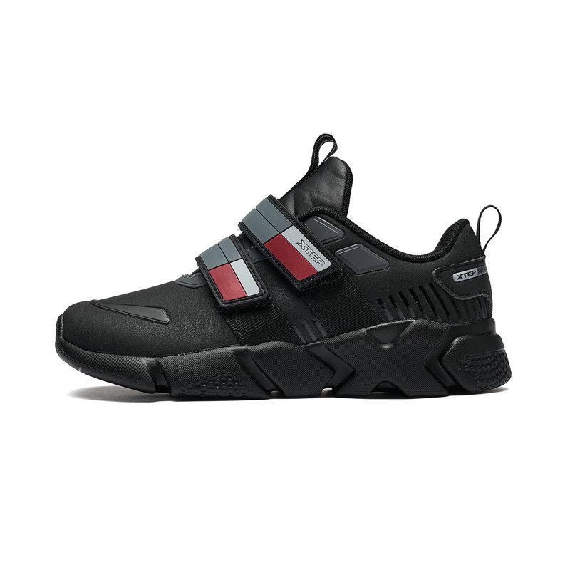 特步 男童休闲鞋 冬季新款革面运动时尚休闲儿童鞋682415329086