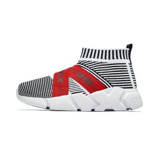 特步 专柜款 男童休闲鞋 男童轻便透气网飞织休闲运动鞋681115323236