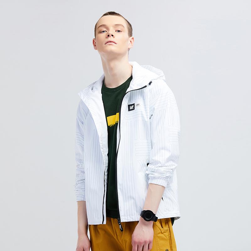 特步 专柜款 男子外套 2019春季新款轻便舒适双层风衣连帽上衣981129150417
