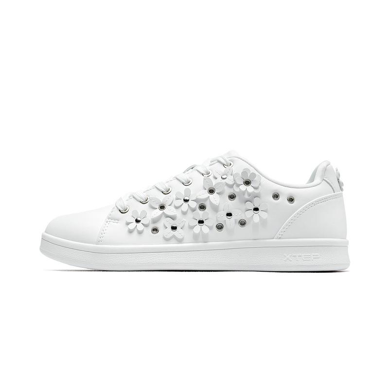 特步 专柜款 女子板鞋花卉小白鞋都市休闲时尚板鞋新品上市潮流简约982218316079