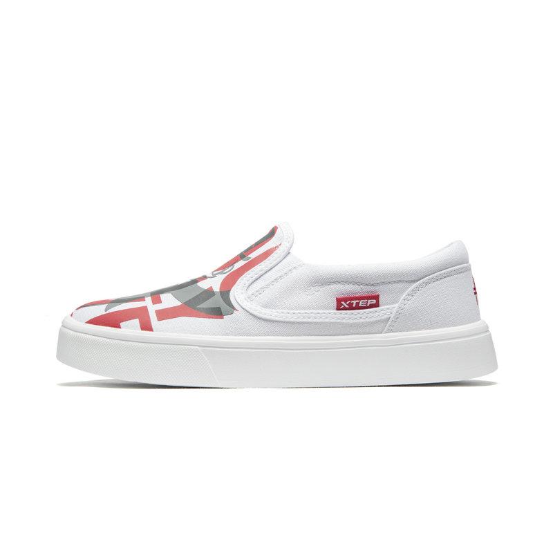 【地产大亨】特步 专柜款 女子板鞋 19夏新款一脚蹬休闲帆布鞋981218316218