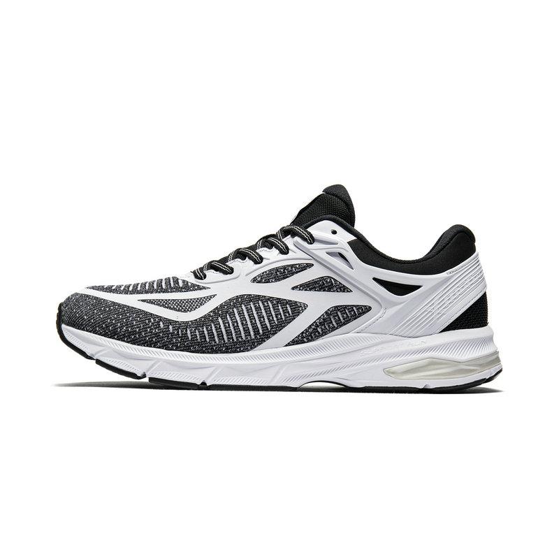 特步 专柜款 男子跑鞋 19新款透气网面减震运动鞋981319110315