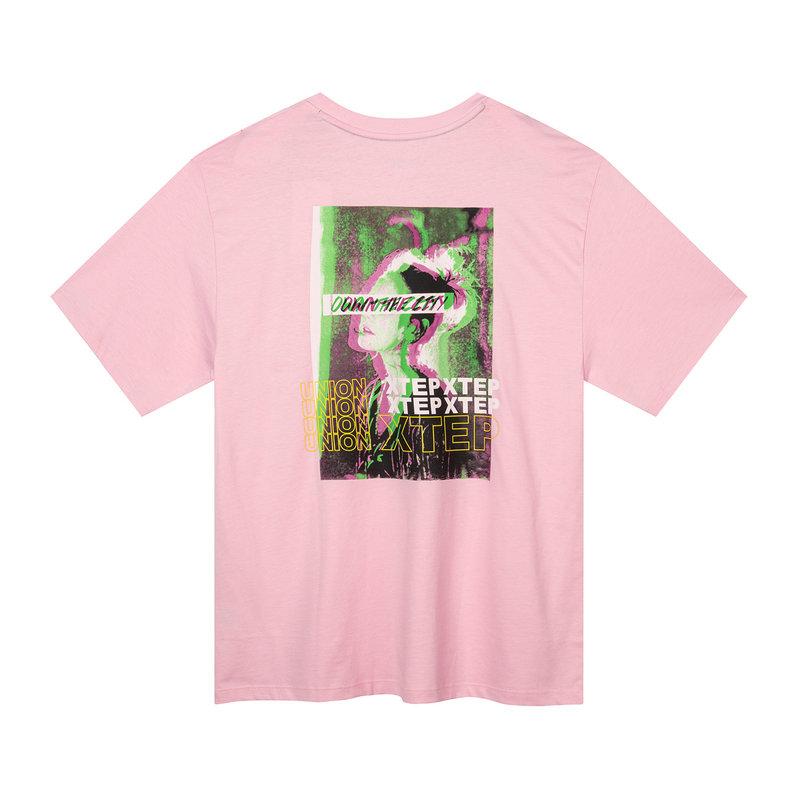 特步 专柜款 女子短袖针织衫 19新款背后时尚印花T恤981228012596