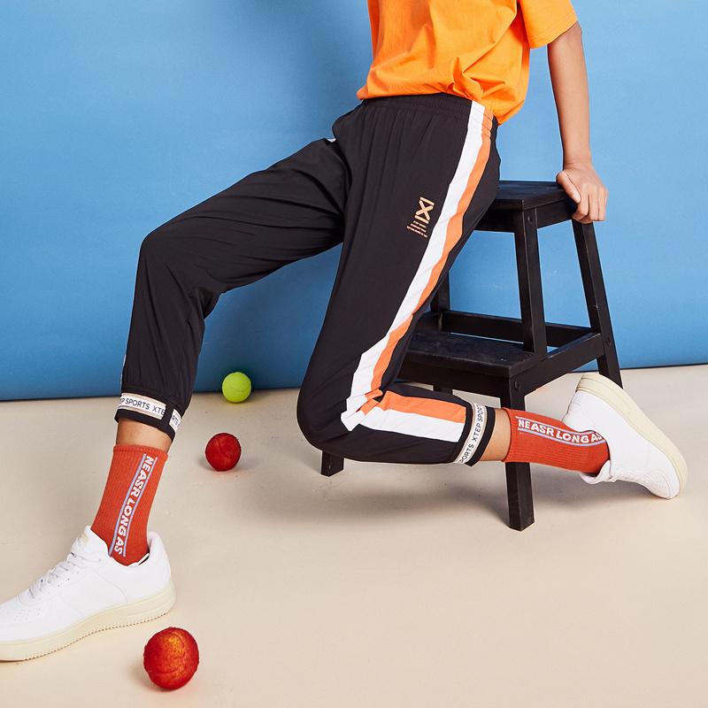 特步 女子长裤 20新款夏季休闲运动活力梭织单裤女生长裤880228490148