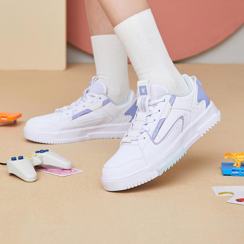 特步 女子板鞋 夏季潮流新款轻便时尚小清新板鞋休闲鞋880318310095