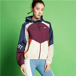 特步 专柜款 女子单风衣 20年新款环保科技可降解跑步外套980228140579