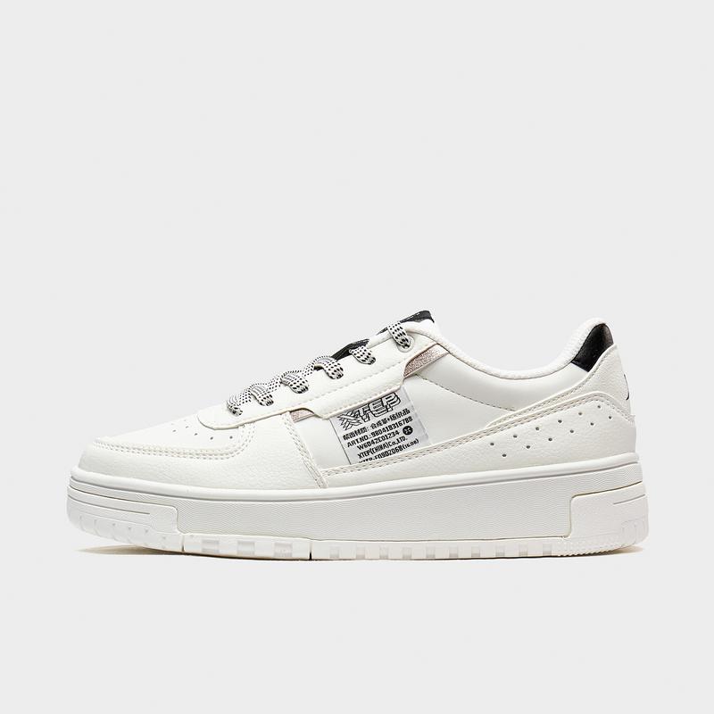 特步 专柜款 女子板鞋 20年新款 都市时尚百搭休闲板鞋980418316788