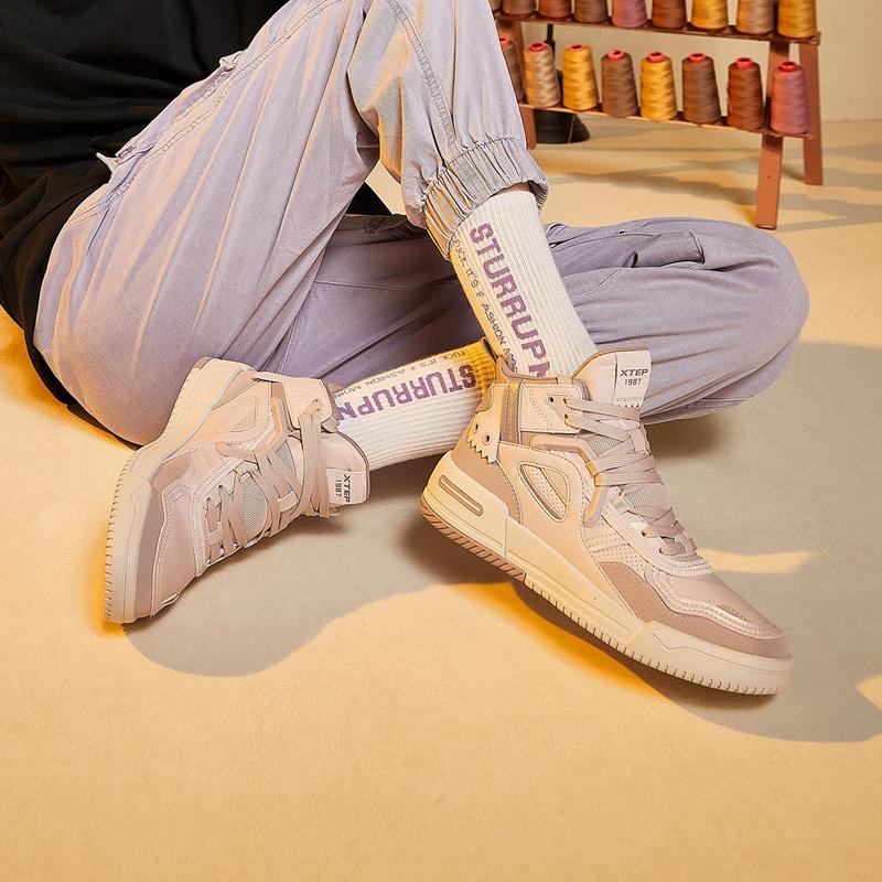 【二次元】特步 女子板鞋 新款 纪元潮流百搭街头高帮休闲板鞋880418310019