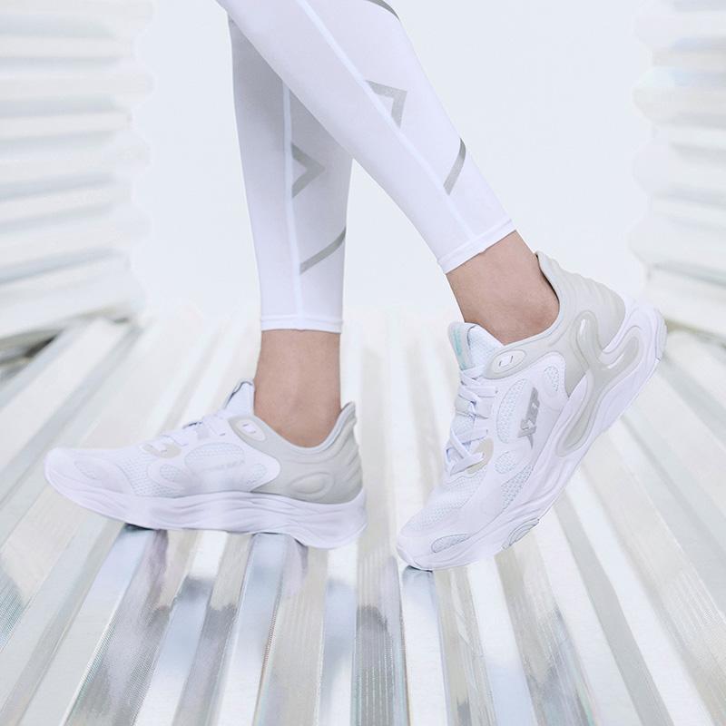 【氢云科技】特步 男子跑鞋 新款网面透气舒适大底缓震运动跑步鞋880219115332