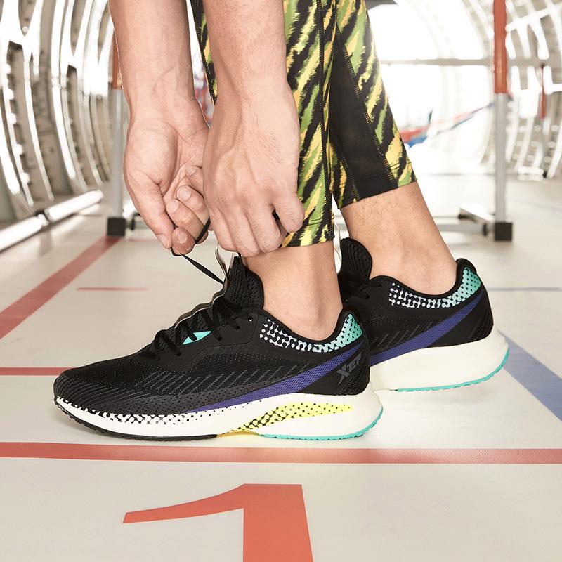 【騛速科技】特步 专柜款 男子跑鞋 新款动力巢缓震运动鞋980319110661