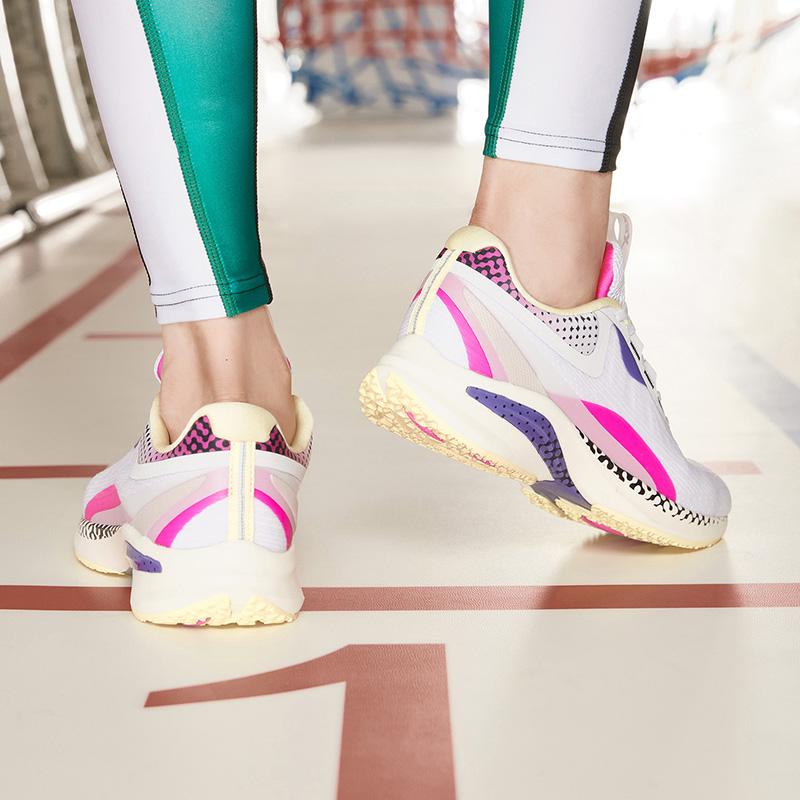 【騛速科技】特步 专柜款 女子跑鞋 新款动力巢轻便运动鞋980318110662