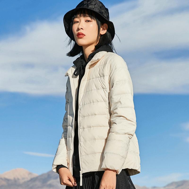 特步 女子羽绒服 冬季新款 白鸭绒轻便短款保暖外套880428190109