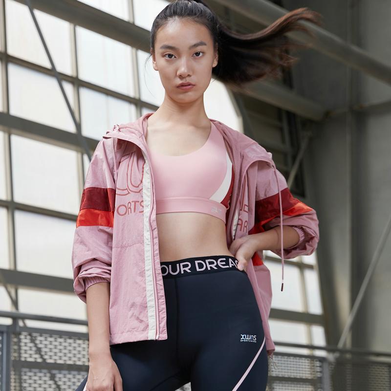 特步 女子风衣 21年春季新款 户外训练运动双层风衣879128150037