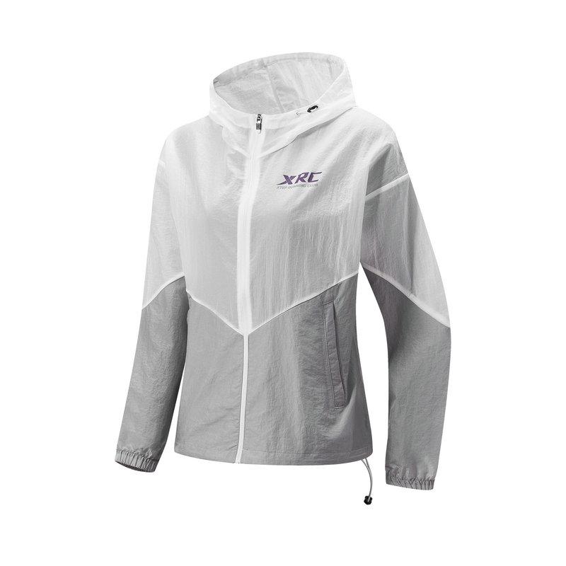 特步 专柜款 女单风衣 21年新款 户外跑步运动防风连帽上衣979128140572