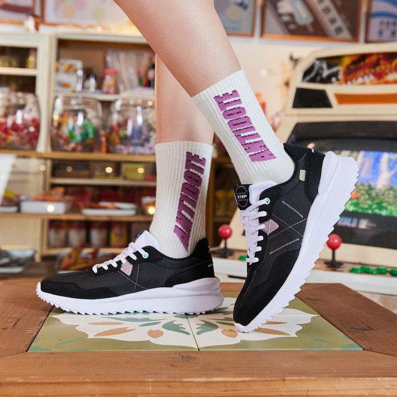 特步 女子休闲鞋 21年新款 简约时尚革面百搭板鞋879218320620