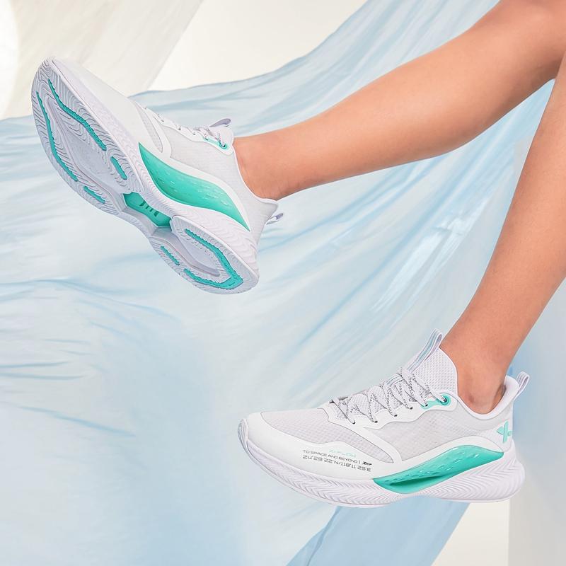 【氢风4.0】特步 男子跑鞋 21年新款 厚底轻盈减震舒适跑步鞋879219110530