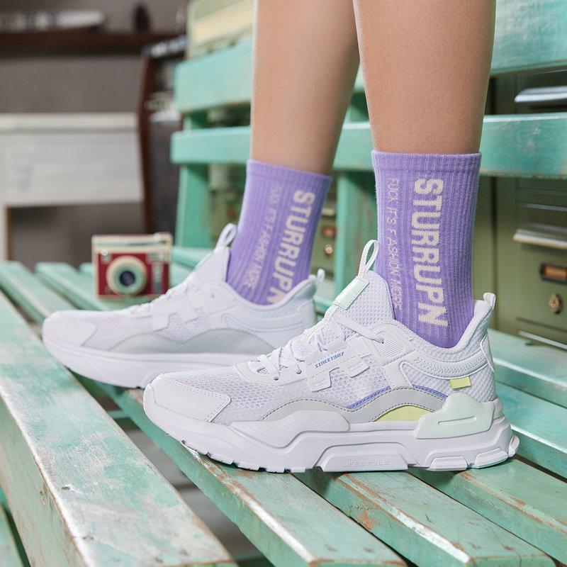 特步 女子休闲鞋 21年新款 拼接潮流网面透气运动休闲鞋879218320570