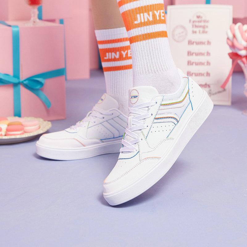 特步 女子板鞋 21年新款 简约时尚百搭休闲板鞋879218310502