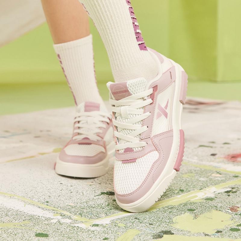 特步 女子板鞋 21年新款 都市百搭网面休闲板鞋879218317550