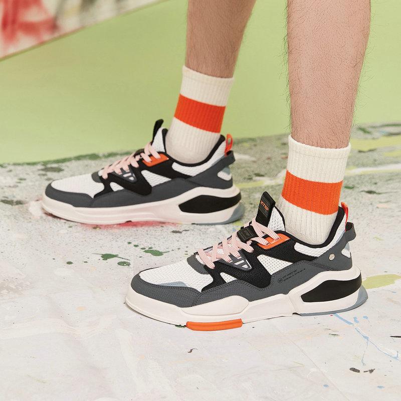 特步 男子板鞋 21年新款 撞色拼接休闲潮流板鞋879219317551