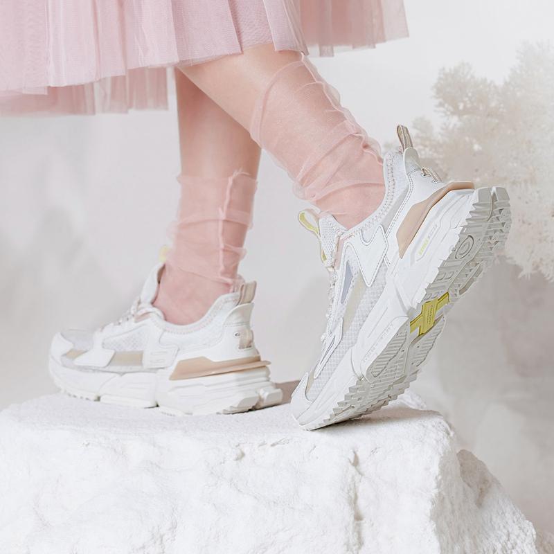 【山海】特步 女子休闲鞋 21年新款 拼接潮流时尚老爹鞋879218320565