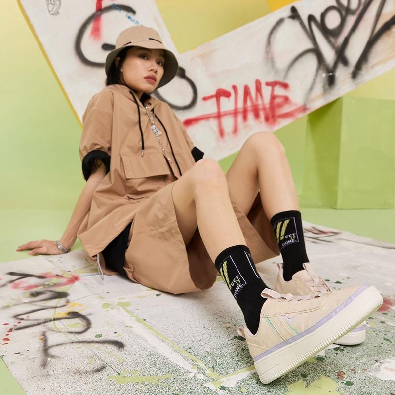 特步 女子板鞋 21年夏季新款 简约百搭轻便舒适板鞋879218310627
