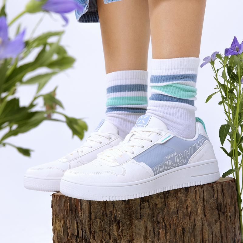 特步 女子板鞋 21年新款 时尚百搭简约舒适女板鞋休闲鞋879318310070