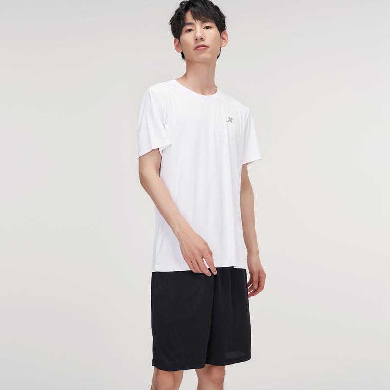 男子运动两件套 21年新款聚酯纤维透气快干休闲短袖短裤2件套879229410331