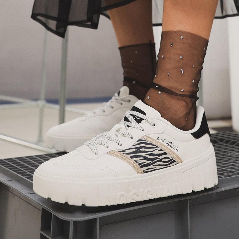 特步  女子板鞋 21年新款 经典时尚休闲女板鞋879318310071